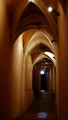Traboule - hidden passageway